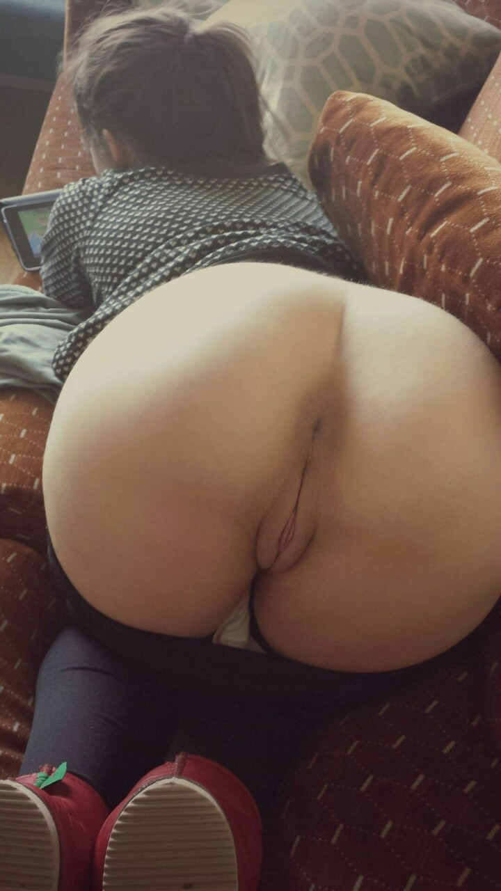 Thick black girls grinding pussy