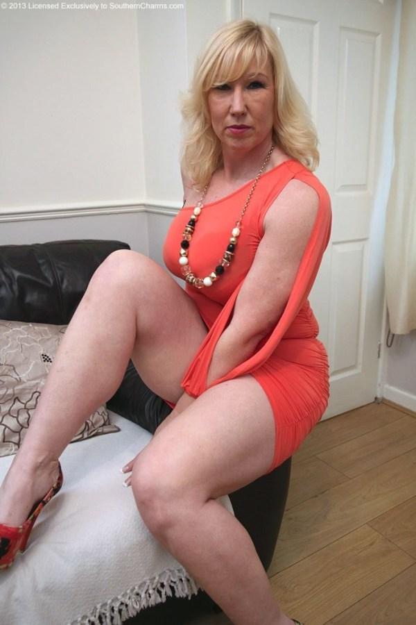 Kyra hot busty nude babes